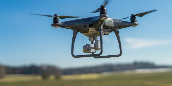 Jaki dron na wakacje będzie odpowiedni?